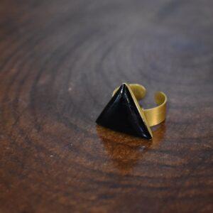 انگشتر رزینی عقیق مشکی مثلثی